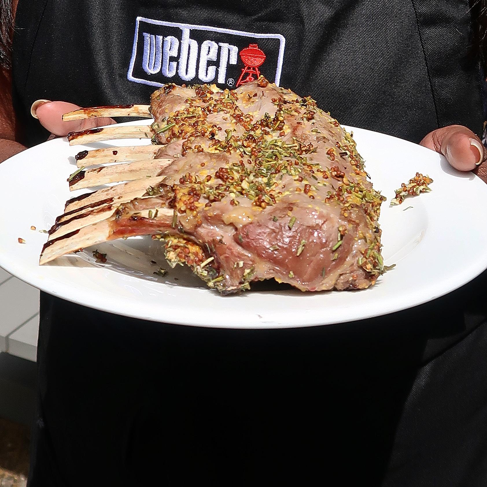 Lamsrack van de barbecue priyalovesfood