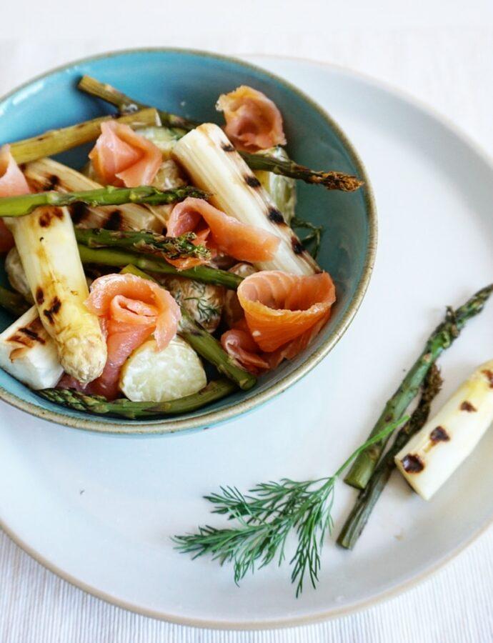 Salade van gegrilde asperges met gerookte zalm