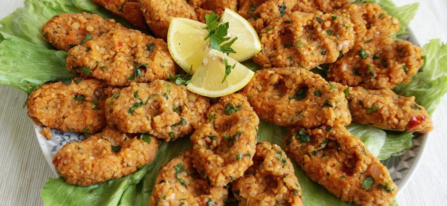 Turkse vegetarische kofte van linzen en bulgur – Mercimek koftesi