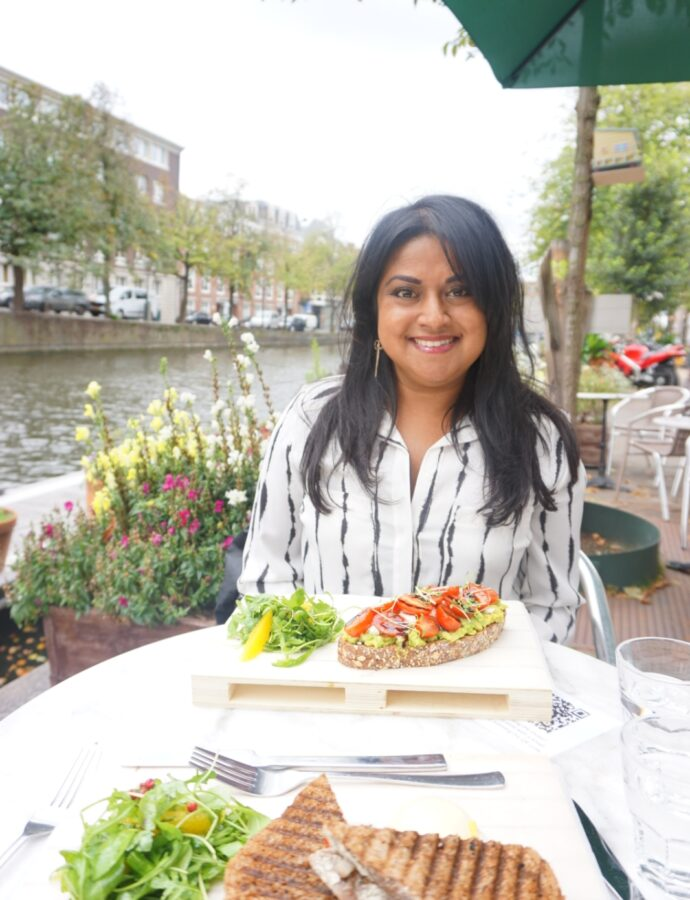 Lunchen aan de gracht – The Golden Stork Hostel op de Bierkade
