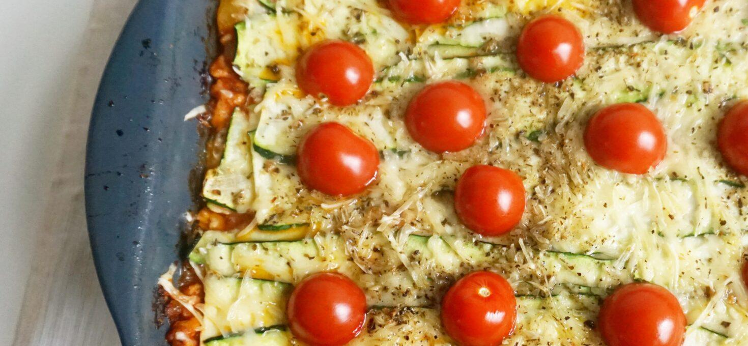 Snelle lasagne met kipgehakt en courgettebladen, koolhydraatarm