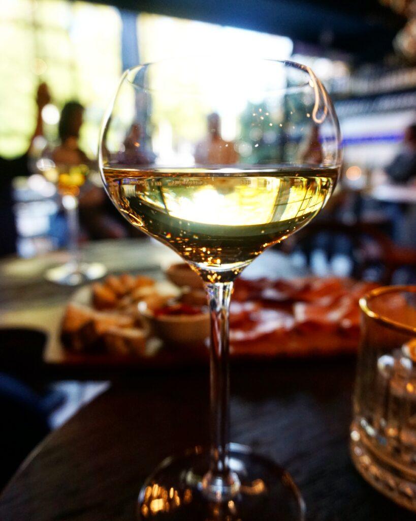 Wijnbar Walsjerôt - Tap je eigen wijn in deze nieuwe Rotterdamse hotspot