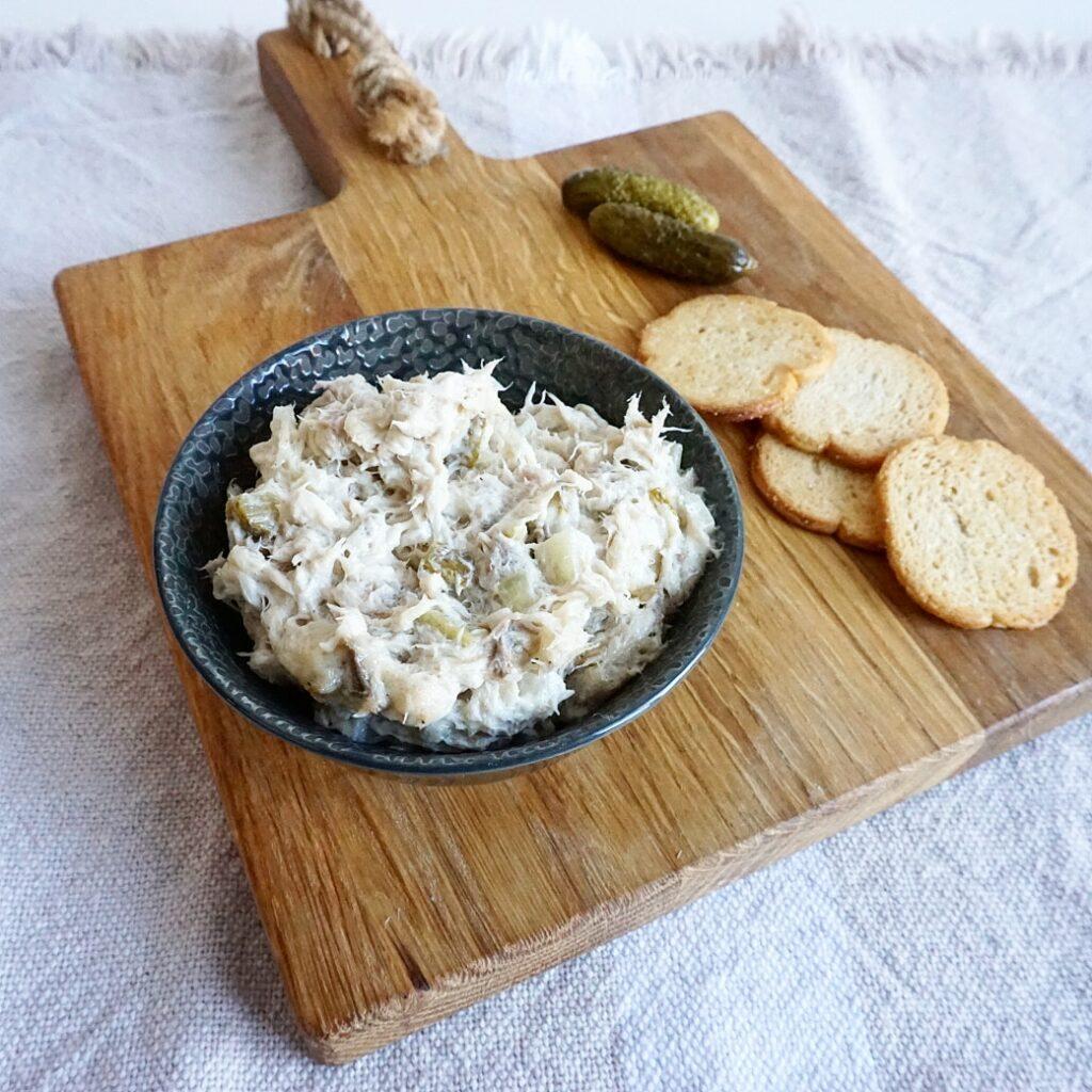 Homemade makreelsalade met augurk