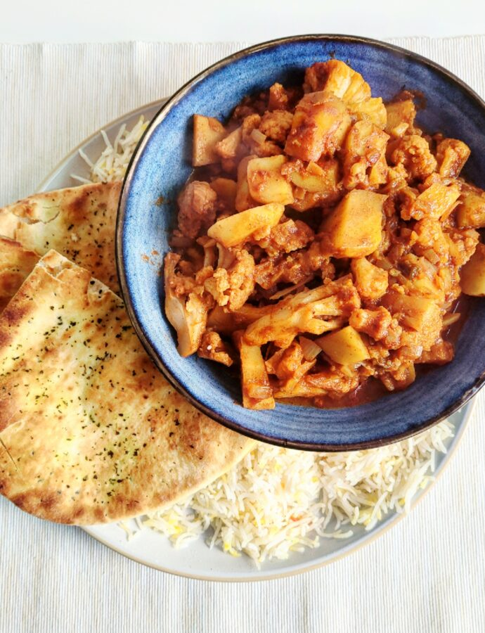Indiase aloo gobi, curry van bloemkool en aardappel