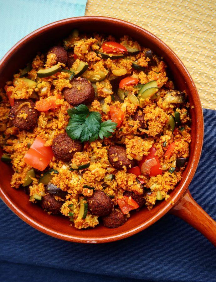 Gekruide couscous met falafel en groentes