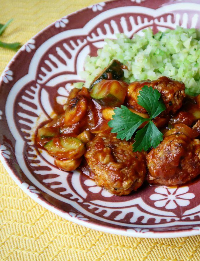 Gekruide kipgehaktballetjes met groente en broccolirijst