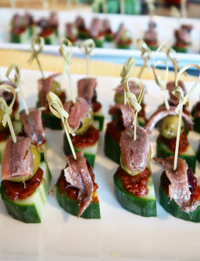 Ansjovis- komkommer- olijf-stokjes