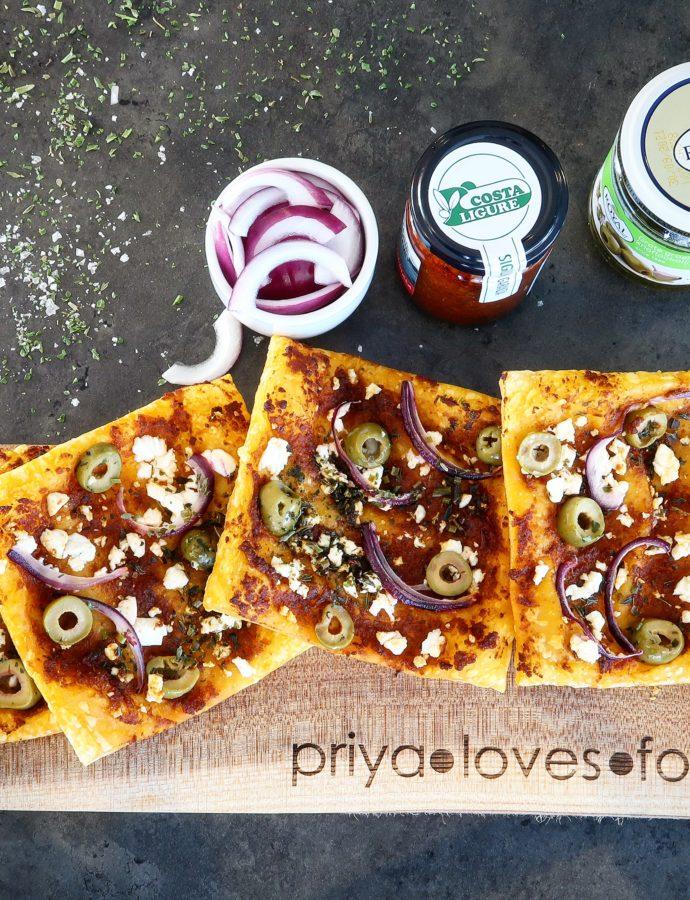 Bladerdeegpizza's met feta en olijven