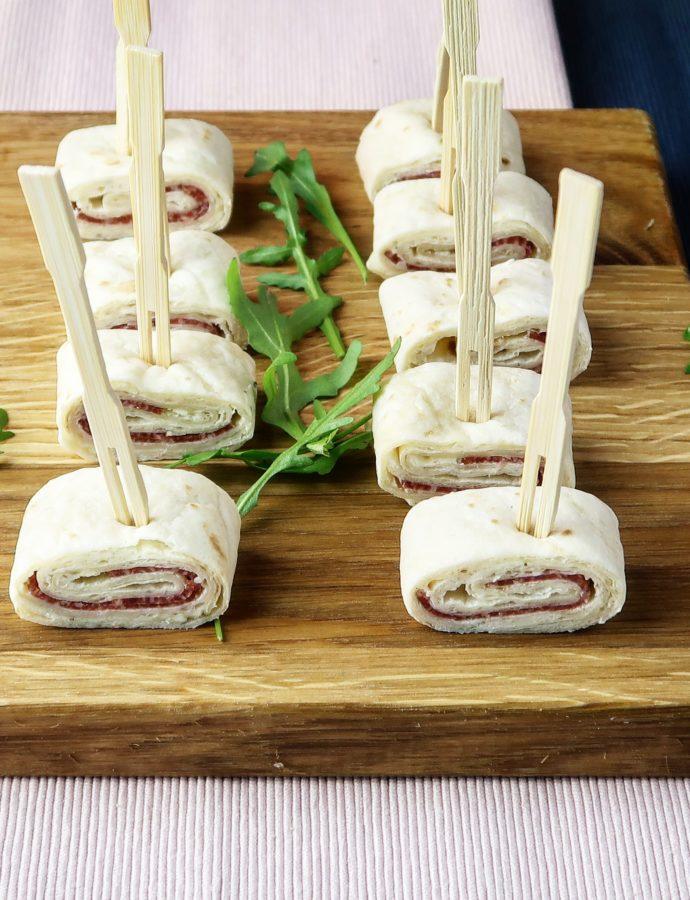 Wraps met kalkoensalami, (vegan) roomkaas en rucola
