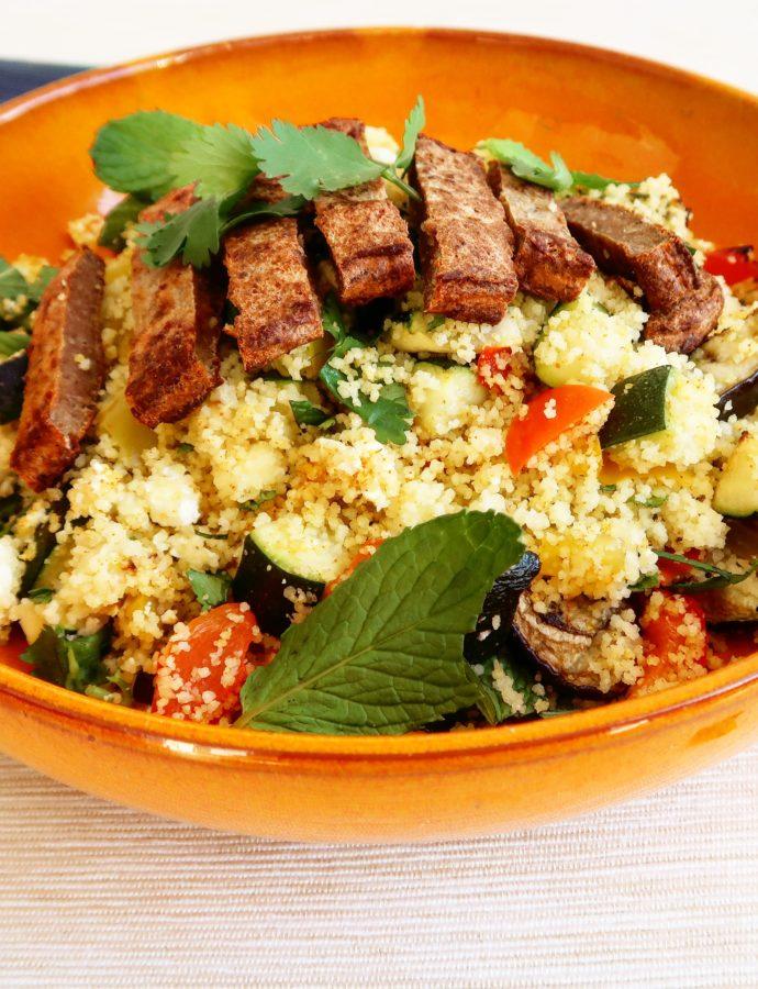 Couscous met geroosterde groente, feta en lamsburger