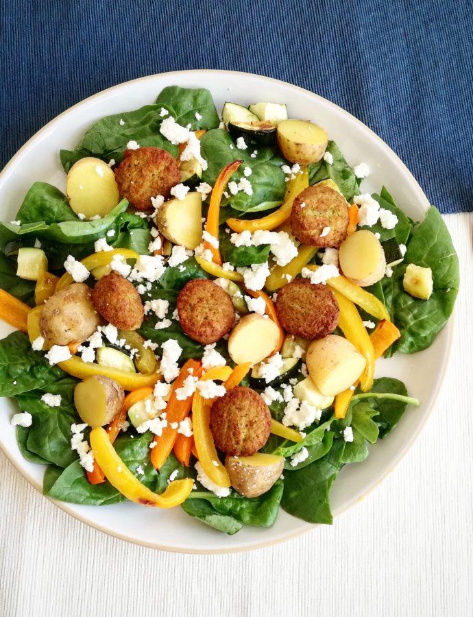 Falafel salade met spinazie en feta